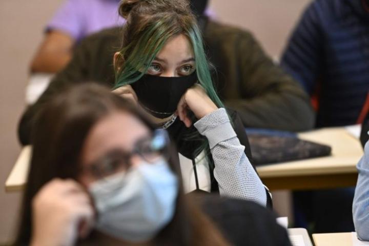 Kyselyssä oli mukana 15–24-vuotiaita tyttöjä ja naisia. LEHTIKUVA / AFP