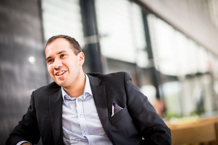 Joshua Moorrees toimi viime kesänä kesätoimitusjohtajana Adecco Finlandilla. Nyt hän työskentelee muutosjohtajana. Arkistokuva kesältä 2017.
