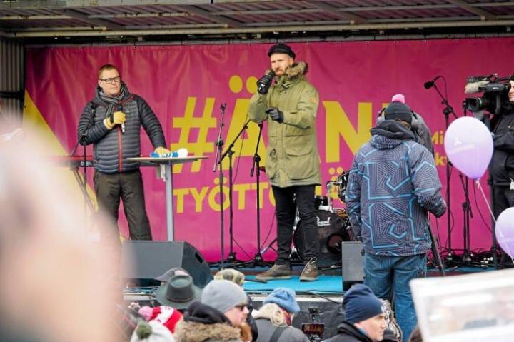 Aktiivimallia vastustettiin vuosi sitten suurmielenosoituksessa Helsingissä.