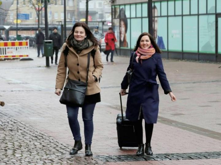 Kristiina Kokko ja Sanni Grahn-Laasonen kävivät Joensuussa.