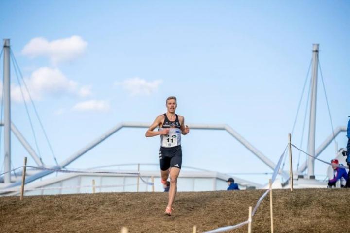 Topi Raitanen otti vakuuttavan voiton maastojuoksun SM-kisojen neljällä kilometrillä.