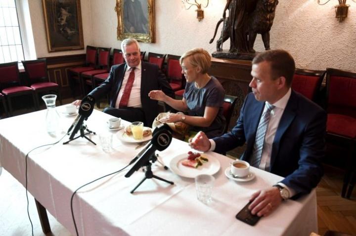 Sekä Antti Rinne että Petteri Orpo sanoivat politiikan toimittajien aamiaistilaisuudessa, että samassa hallituksessa perussuomalaisten kanssa istuminen näyttää erittäin vaikealta. LEHTIKUVA / ANTTI AIMO-KOIVISTO