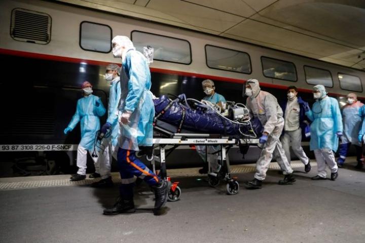 Amnestyn mukaan koronavirus on ollut kuolettava tuhansille terveydenhuollon ammattilaisille. Lehtikuva/AFP