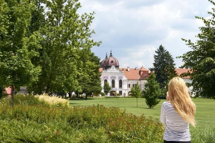 Jyväskylän seurakunta järjesti rippileirin Unkarissa vuonna 2016. Nuoret kävivät katsomassa muun muassa  Gödöllőn kuninkaallista palatsia Budapestin lähellä.