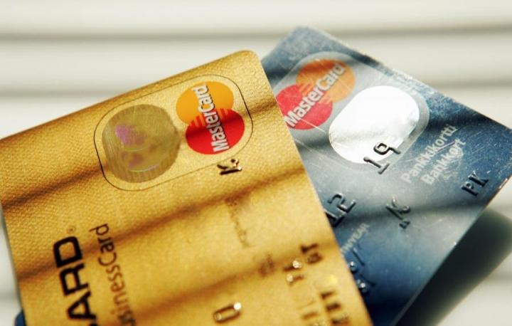 Luottokorttien vuosikorot ja marginaalit ovat huomattavan erilaisia kortista riippuen. LEHTIKUVA / TOR WENNSTRÖM