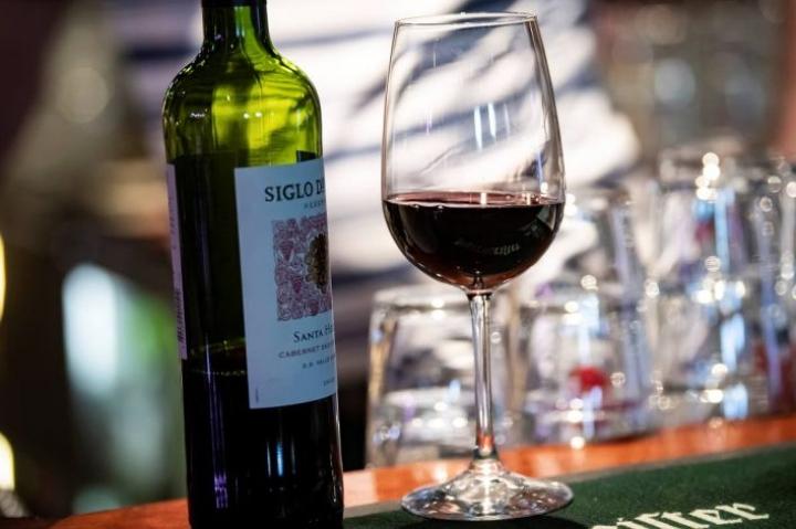 Matkailu- ja Ravintolapalvelut MaRan mukaan alkoholin ravintola-anniskelu on laskenut monta vuotta ja viimeksi kuluneen vuoden se on ollut plusmiinusnollassa.