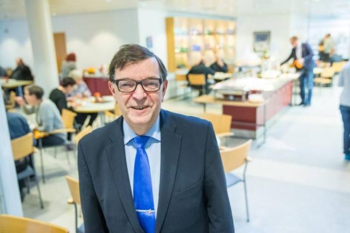 Paavo Väyrysen mukaan perussuomalaisten puoluehajaannuksen takana ovat kokoomus ja keskusta.