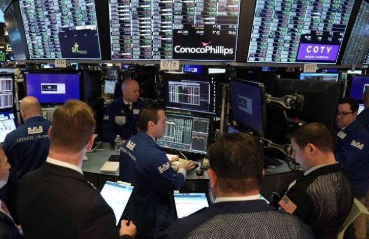 Maanantaina New Yorkin arvopaperimarkkinoiden keskeiset indeksit sukelsivat yli seitsemän prosenttia. LEHTIKUVA/AFP