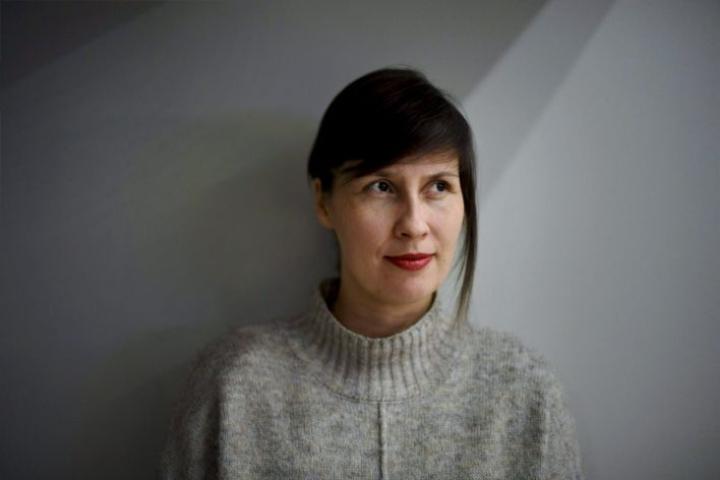 Kirjailija Vilja-Tuulia Huotarinen kuvattuna Helsingin kirjamessuilla. LEHTIKUVA / ANTTI AIMO-KOIVISTO