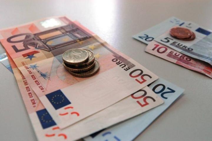 Tänä vuonna miesten keskiansiot ovat 3 906 euroa ja naisten 3 274 euroa kuukaudessa. STTK:n keräämät tiedot käyvät ilmi Tilastokeskuksen tiedoista.