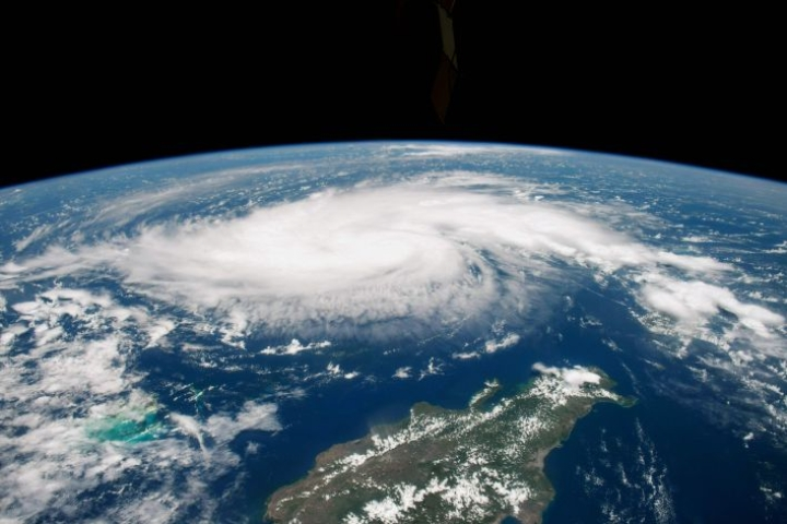 Suunnitelman pyrkimyksenä on pysäyttää luonnon rapautuminen ja yhä kiihtyvä lajien sukupuutto. Nasan arkistokuvassa hurrikaani Dorian lähestyy Dominikaanista tasavaltaa viime elokuussa. LEHTIKUVA / AFP