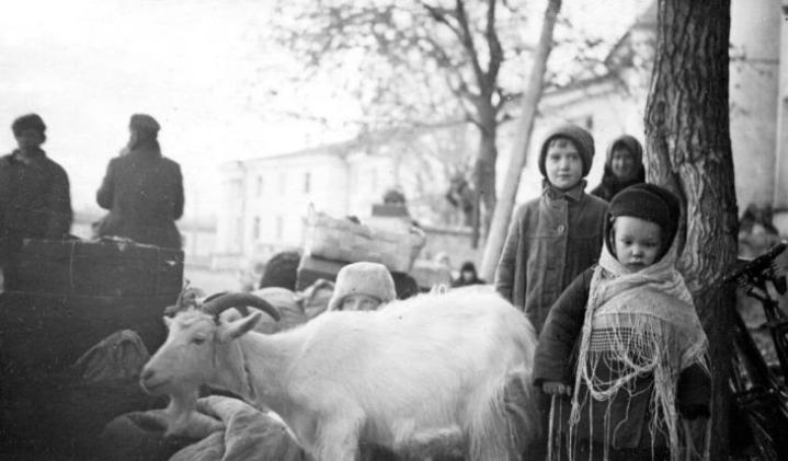 Tyttöjen pitkä evakkotaival alkoi jatkosodan jälkeen.
