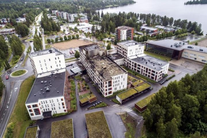 Kolmesta talosta evakuoitiin yhteensä 168 ihmistä tulipalon yhteydessä. Lehtikuva / Hannu Rainamo