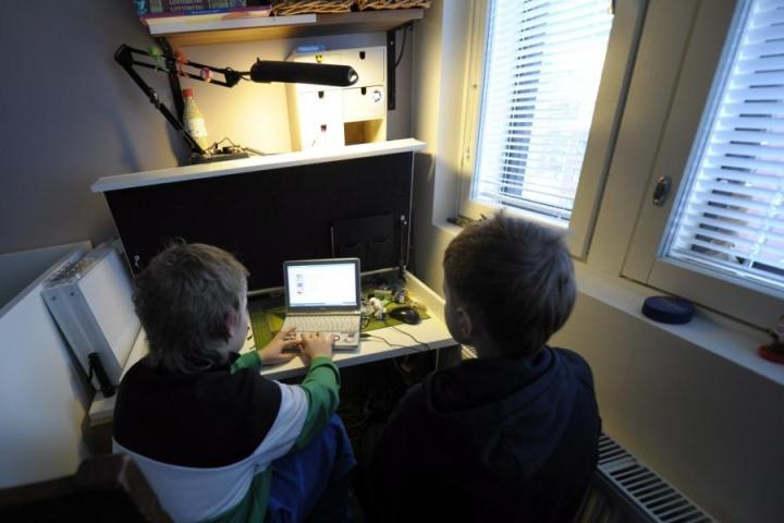 Kiusaaminen netissä halutaan kieltää koulujen järjestyssäännöissä. LEHTIKUVA / Jussi Nukari