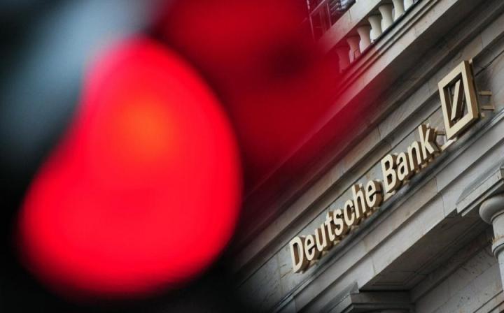 Yhdysvaltain kerrotaan hakevan saksalaispankki Deutsche Bankilta jopa 14 miljardin dollarin korvauksia vuoden 2008 asuntolainakriisin johdosta, uutisoi AFP. LEHTIKUVA/AFP