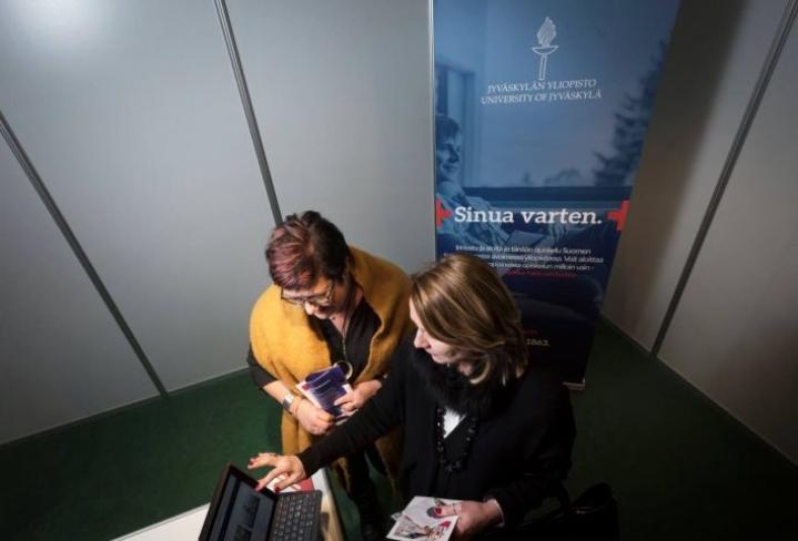 Kati Lanu ja Anja Eskelinen toivovat, että ikäsyrjintä tehdään näkyväksi. Vain siten siitä voidaan päästä työpaikoilla ja rekrytoinneissa eroon.