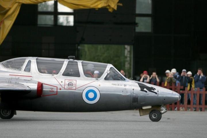 Arkistokuva. Fouga ;agister lentonäytöksessä Joensuun lentokentällä vuonna 2007.