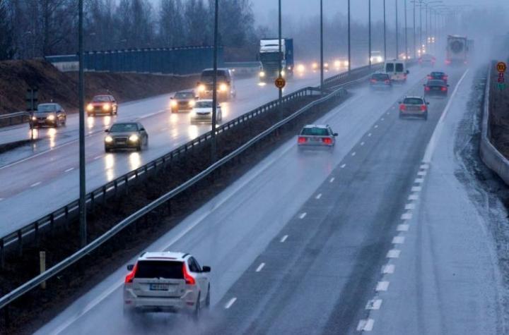 Vain alle kolmasosa Uutissuomalaisen EU-vaalikoneeseen vastanneista ehdokkaista kieltäisi bensa- ja dieselautot unionin alueella.