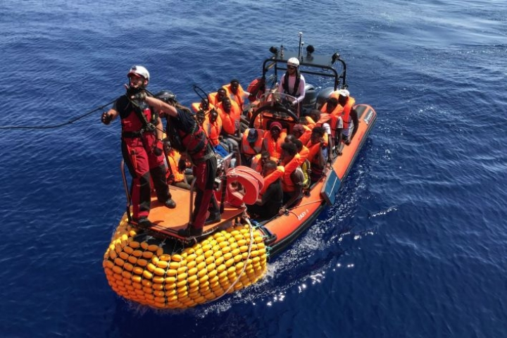 Välimereltä on pelastettu tuhansia pakolaisia, tuhansia on myös hukkunut vaarallisella matkalla. LEHTIKUVA/AFP