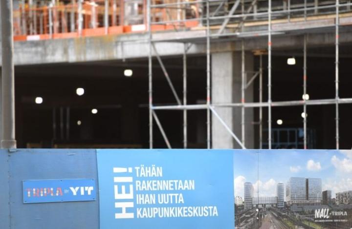 YIT varoitti aiemmin tässä kuussa, että Toimitilat-segmentin tulos jää tappiolliseksi kolmannella vuosineljänneksellä etenkin Tripla-projektin 18 miljoonaan kateheikennyksen takia. LEHTIKUVA / Heikki Saukkomaa