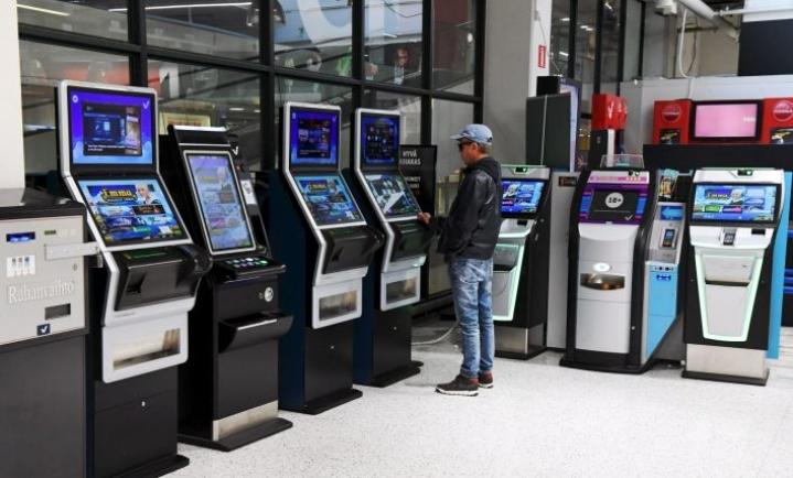 Rahapelitoiminnan tuotot ovat alentuneet, ja ne tulevat alenemaan tulevaisuudessakin, sillä rahapelihaittoja pitää suitsia. Lehtikuva / Jussi Nukari