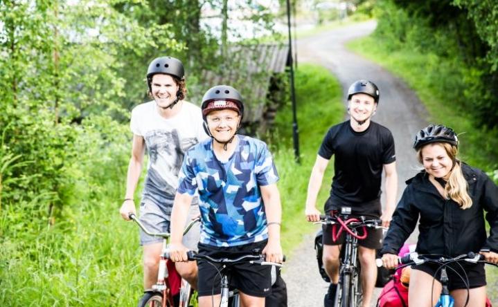 Turo Ylitalo (takana vasemmalla), Juuso Nieminen, Juhani Mattsson ja Emilia Inget lähtivät matkaan Helsingistä viikko sitten ja saapuivat Joensuuhun torstai-iltana.