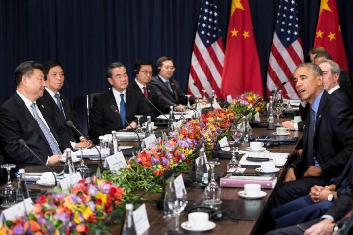 Kiinan presidentti Xi Jinping (vas.) ja Yhdysvaltain väistyvä presidentti Barack Obama (oik.) tapasivat viimeistä kertaa Obaman presidenttiyden aikana. LEHTIKUVA/AFP