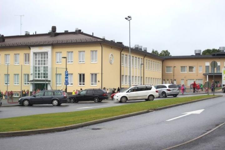 Kummun koulun avajaiset pidettiin vuonna 2017.