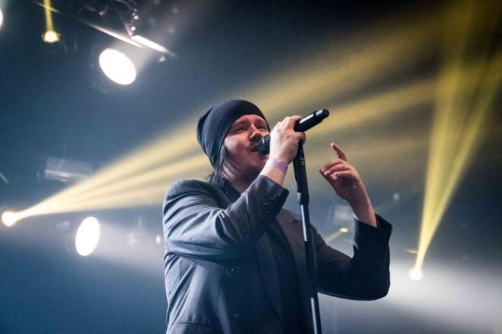 Happoradio esiintyi Ilosaarirockissa viime kesänä.