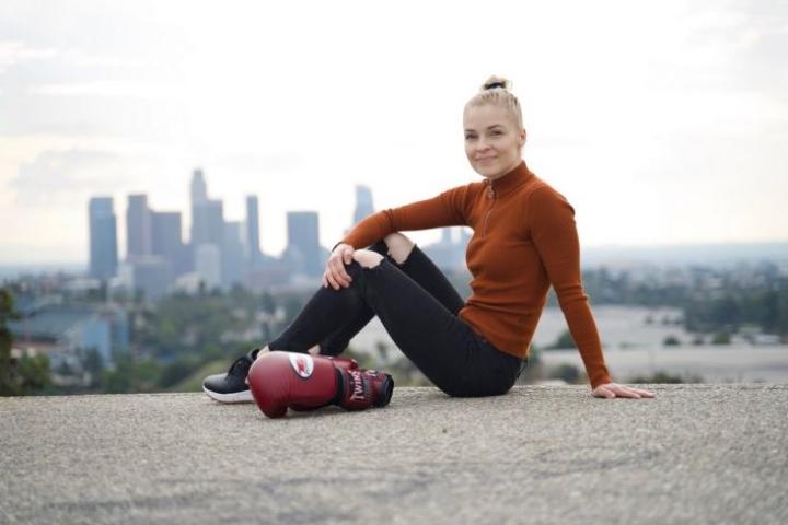 Niina Myller urheilee, opiskelee ja tekee erilaisia blogeja ja YouTube-videoita elämästään Los Angelesissa.