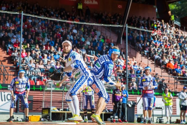 Kuva vuoden 2018 Itä-Länsi-ottelusta, joka pelattiin Joensuussa. Tämän vuoden Itä-Länsi keräsi enemmän tv-katsojia kuin koripallon Suomen maajoukkueen EM-ottelu.