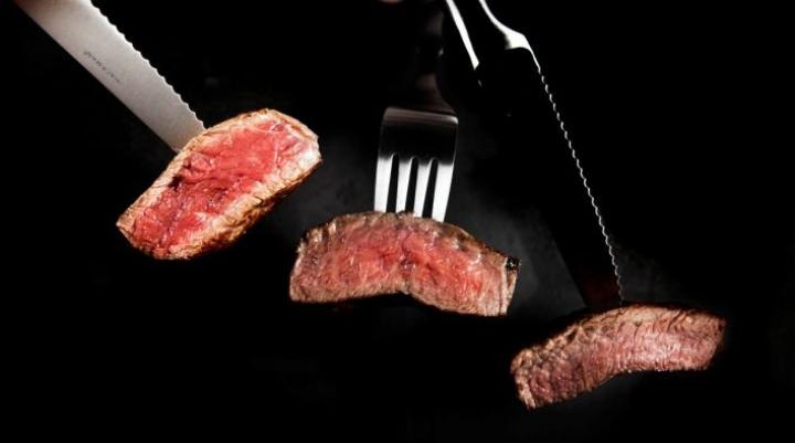 Aiemmin tällä viikolla Helsingin yliopiston Unicafe-ravintolat ilmoittivat jättävänsä naudanlihan pois ruokalistoiltaan.