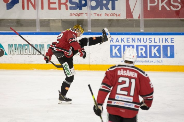 Joensuun Kiekko-Pojat pääsi koronakaranteenin jälkeen jatkamaan kauttaa viime viikonloppuna.