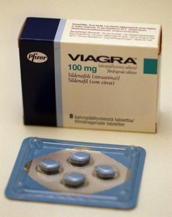 Potenssilääke Viagran paketti. LEHTIKUVA / KIMMO MÄNTYLÄ