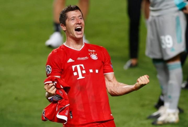 Robert Lewandowski on suosikki myös kansainvälisen jalkapalloliiton Fifan Vuoden pelaajaksi. LEHTIKUVA/AFP