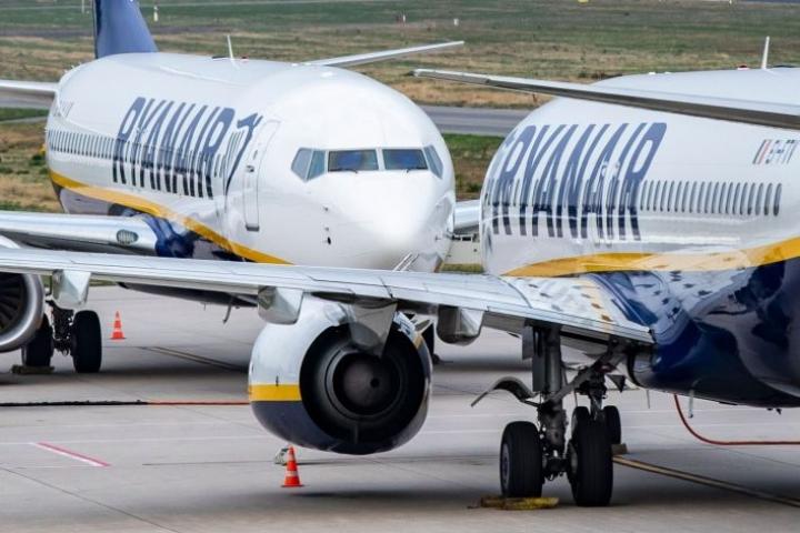 Ryanairin mukaan sillä on pilotteja ja muita miehistön jäseniä yli tarpeen. Kuvituskuvaa. Lehtikuva/AFP
