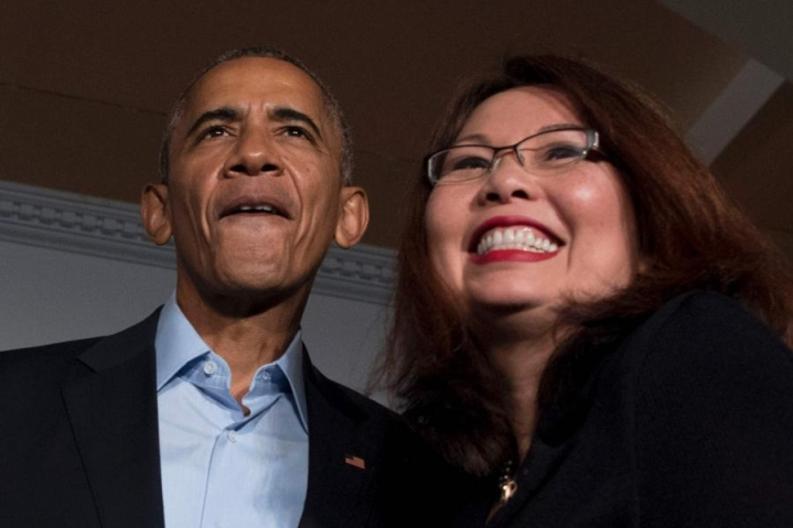 Presidentti Barack Obama (vas.) ja demokraattipuolueen kongressiedustaja Tammy Duckworth kuvattiin Chicagossa 9. syyskuuta. LEHTIKUVA/AFP