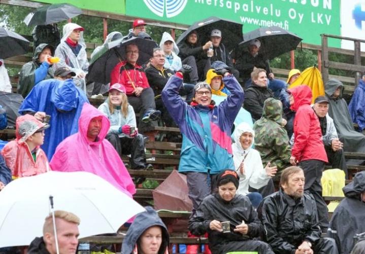 Kesän kuva oli tässä: Kiteen Pallon ja Joensuun Mailan paikallispeliä seurasi sateisella Rantakentällä 2. elokuuta vain 1022 katsojaa.