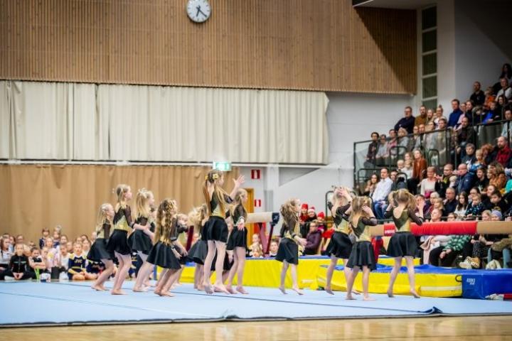 Arkistokuva JoenVoLin vuoden 2019 joulunäytöksestä Joensuun urheilutalolta.
