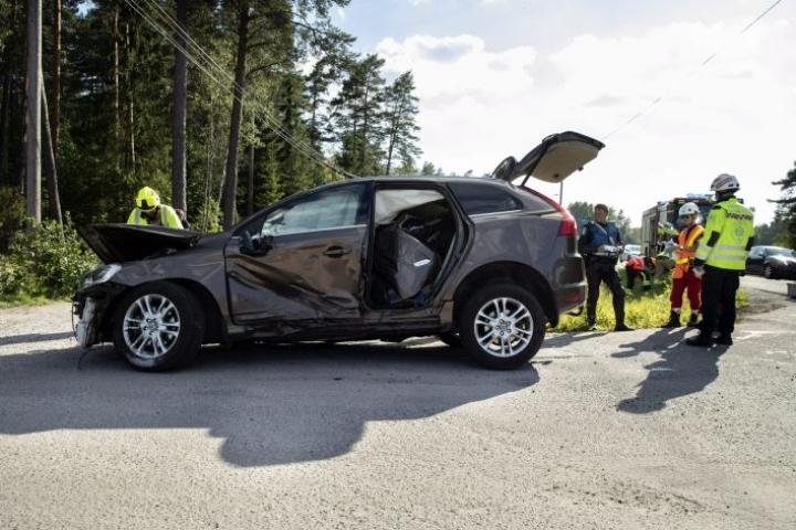 Noin 90 prosenttia kolaroiduista autoista päätyy korjattavaksi vakuutusyhtiön kautta, kerrotaan If-yhtiöstä. Kuvituskuva. Lehtikuva / Roni Lehti