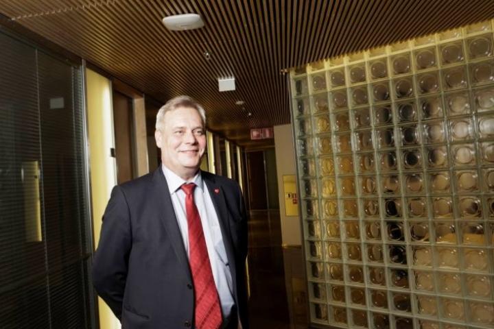 SDP:n puheenjohtaja Antti Rinne kertoi Uutissuomalaisen haastattelussa, että puolueen ehdottamat uudistukset voitaisiin rahoittaa laventamalla veropohjaa.
