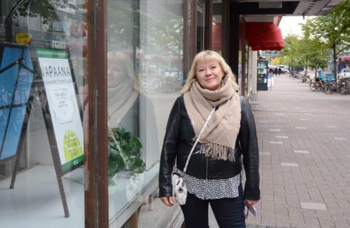 """Katja Kolehmainen on huolissaan, koska """"kuumimmassa keskustassa"""" on  niin paljon tyhjiä liikehuoneistoja. Nyt on hänen mukaansa aika keskustan uudelle tulemiselle."""