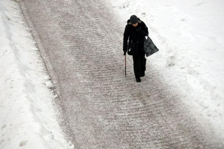 Jalankulkusää on vaarallinen Pirkanmaalla ja siitä länteen sekä etelään. LEHTIKUVA / MIKKO STIG