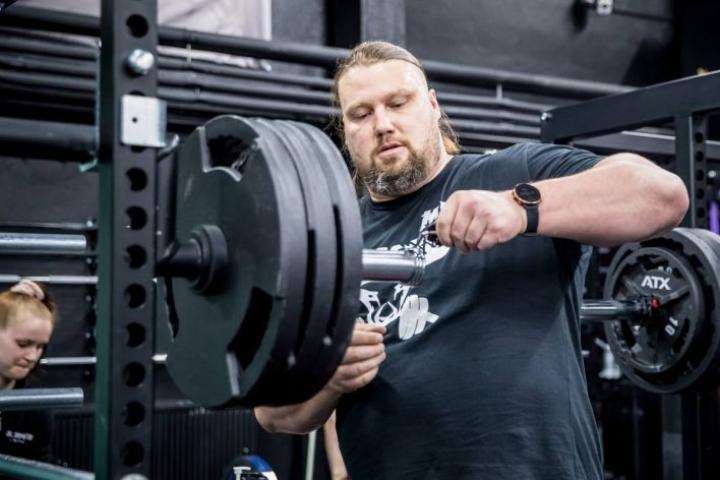 Suomen vahvin mies Mika Törrö valittiin Pohjois-Karjalan parhaaksi urheilijaksi.