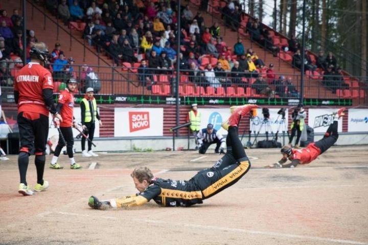 Joensuun Maila saa vastaansa sunnuntaina Kouvolan Pallonlyöjät. Kuva joukkueiden kohtaamisesta viime syyskuulta.