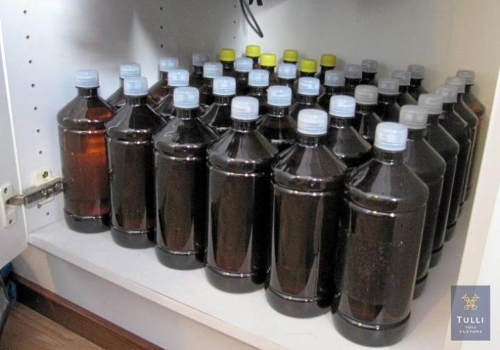 Tulli takavarikoi Kuopiossa etanolipulloja. Ainetta myytiin myös siirrettynä kirkkaisiin puolen litran pulloihin, joissa oli väärä vodkaetiketti.