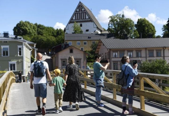 Kotimaanmatkailu oli kesällä arvioitua voimakkaampaa, mutta se ei riitä kattamaan ulkomaisten turistien jättämää aukkoa. Lehtikuva / Vesa Moilanen