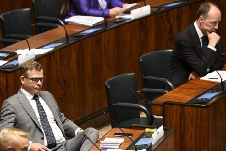 EU:n koronapaketista käytiin äänekäs ja opposition kritiikin sävyttämä keskustelu eduskunnassa. LEHTIKUVA / HEIKKI SAUKKOMAA