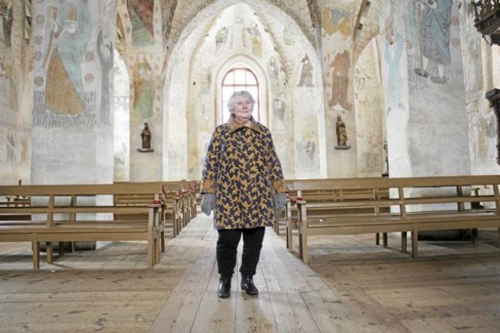 Anneli Kanto ihastui Hattulan kivikirkkoon jo lapsena. Pakkomielteestä alkoi muovautua romaani seitsemän vuotta sitten, kun Kanto alkoi opiskella taidehistoriaa.