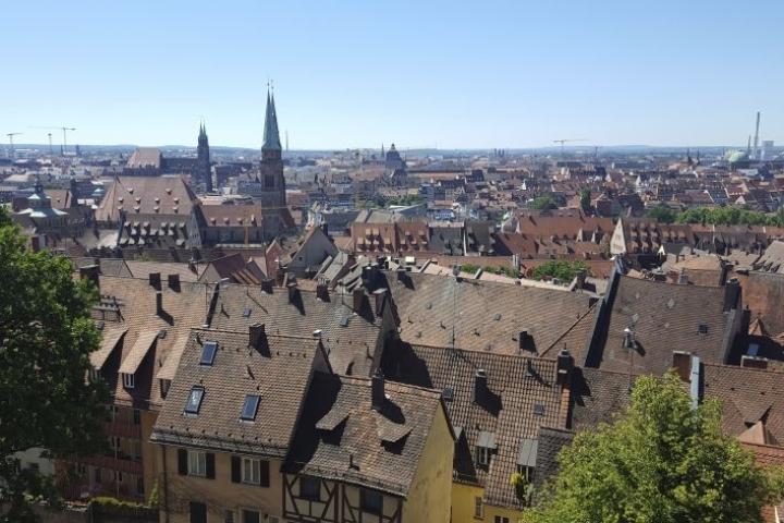 Nürnberg on Münchenin jälkeen Baijerin toiseksi suurin kaupunki. Sen metropolialueella asukkaita on yli 3,5 miljoonaa.